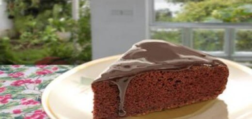 Bolo de chocolate com calda quente