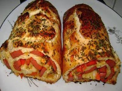 Receita de pão enrolado de batata com recheio de salsicha
