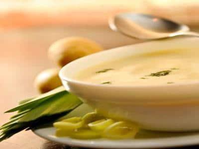 Sopa de batata com alho poró