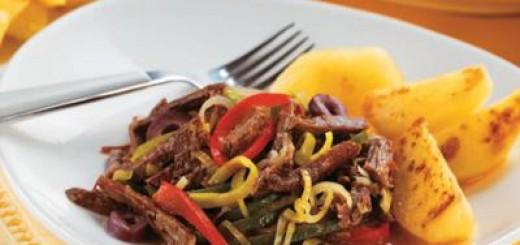 Carne-de-panela-desfiada-com-legumes