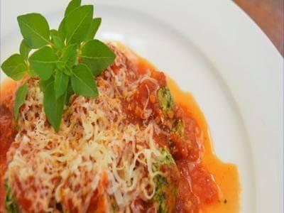 Nhoque de ricota com molho de tomate