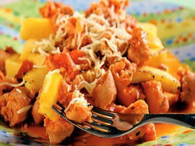 Receita de polenta grelhada com molho de linguiça