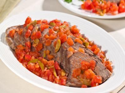 Alcatra assada com molho de tomate