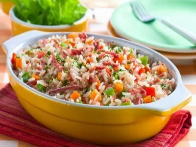 Receita de arroz de panela de pressão com carne-seca