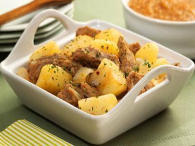 Receita de costela com batata e pirão