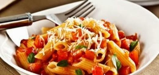 penne-ao-molho-de-tomate-picante