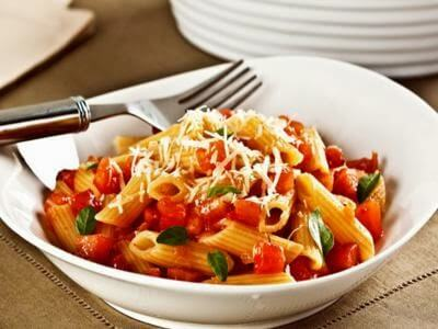 Penne ao molho de tomate picante
