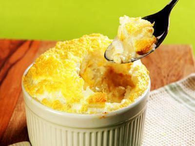 Gratinado de batata, queijo e alecrim