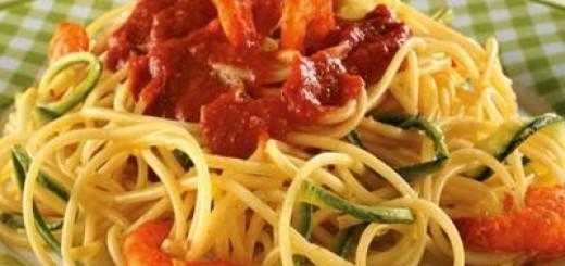 Spaghett-com-zucchini-abobrinha-e-camarao-rosa