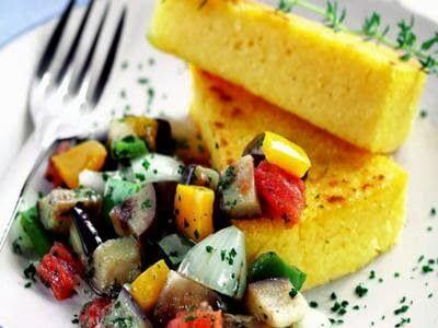 Carne picante na pressão com legumes cozidos (ratatouille)