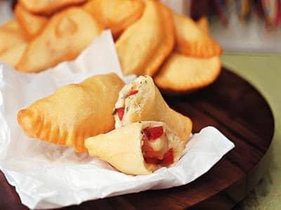 Pastel de tomate e mussarela (fogazza)