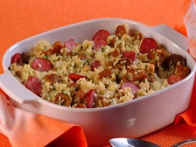 Receita de arroz de forno com linguiça e queijo