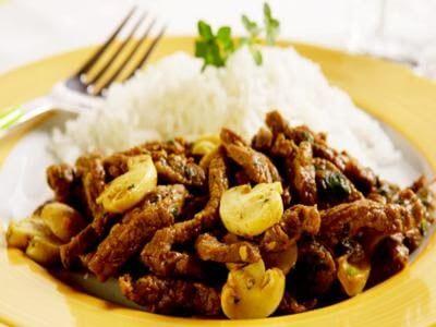 Receita de iscas de carne com molho de champignon