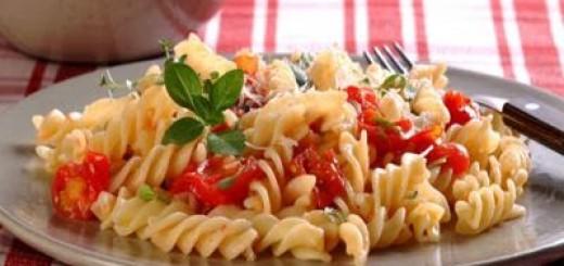macarrao-com-tomate-cereja-e-ervas