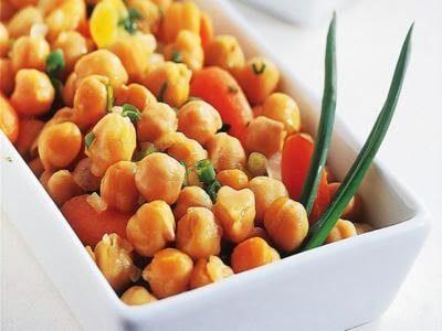 Salada de grão-de-bico e minicenoura
