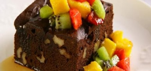 brownie-de-chocolate-em-po-com-frutas