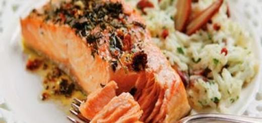 salmao-marinado-com-ervas-e-arroz