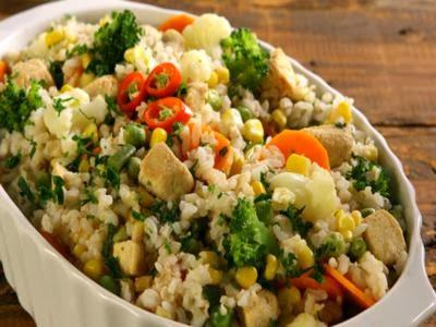Arroz integral com frango e legumes