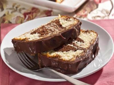 Receita de bolo mesclado de chocolate e coco