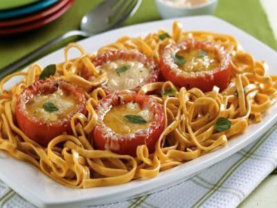 Receita de macarrão com tomates recheados com queijo