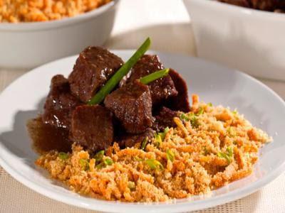 Picadinho de carne com farofa