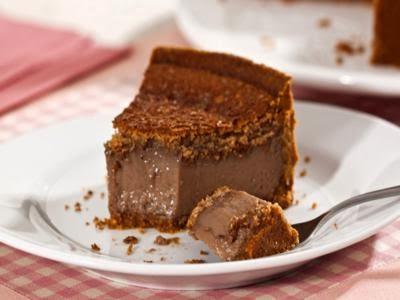 Torta cremosa de amendoim e chocolate