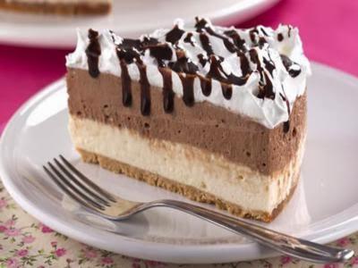 Torta gelada bicolor com marshmallow