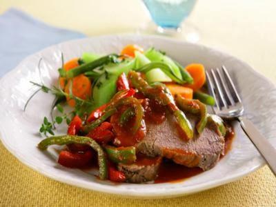 Carne suculenta na pressão com legumes