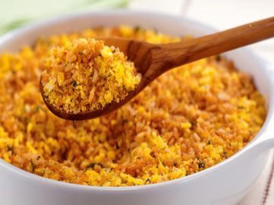 Receita de farofa crocante de arroz frito e ervas