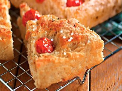 Foccacia de batata com tomate