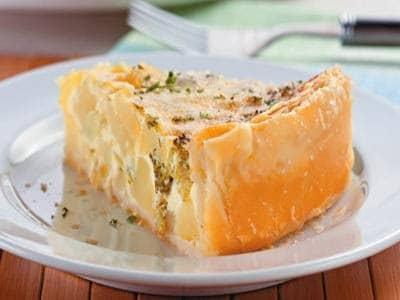 Quiche folhado de batata e brócolis