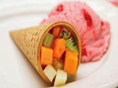 Salada de frutas no cone