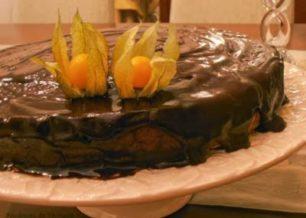 Receita de bolo de biscoito com calda de nutella