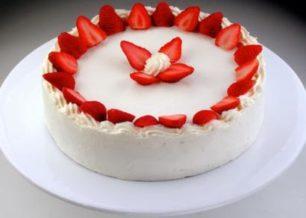 Receita de bolo de iogurte com morango