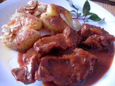 Carne picante na pressão com batata ao murro